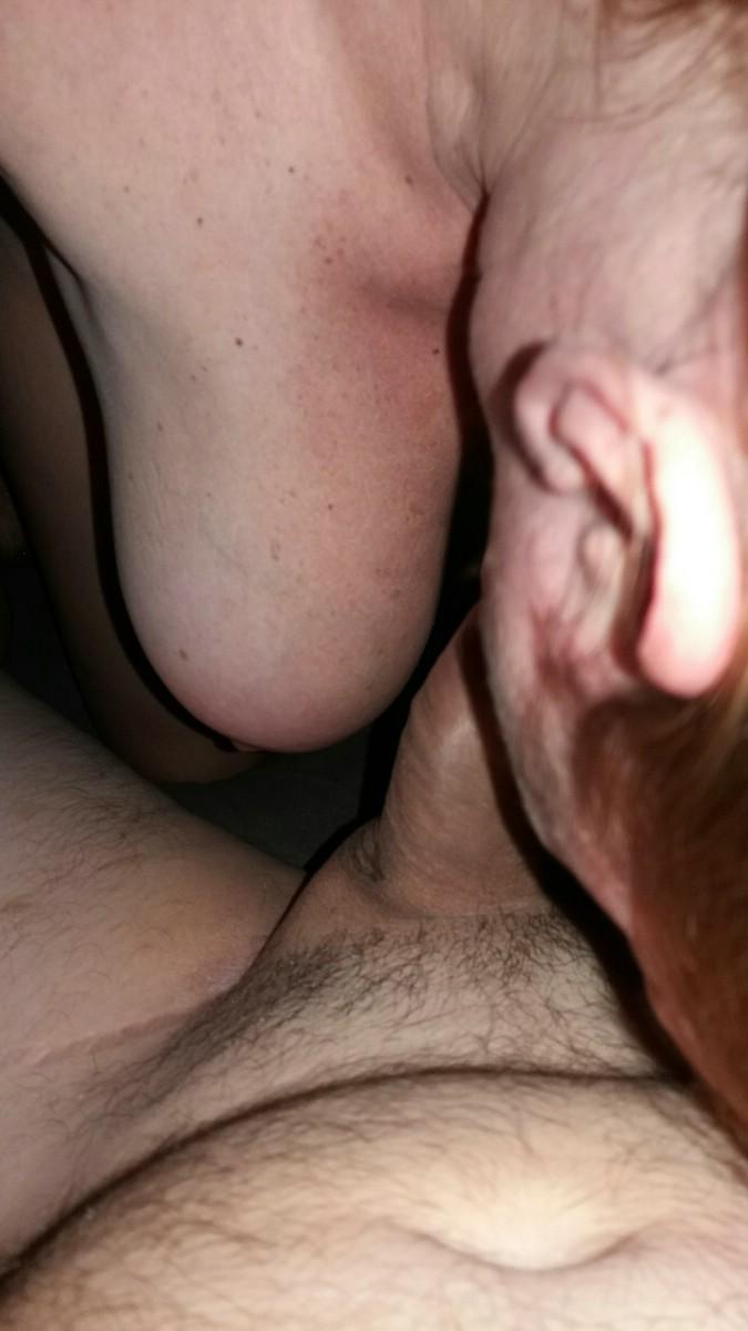 Esposa delicinha dando o cu a e bucetinha em fotos caseias.