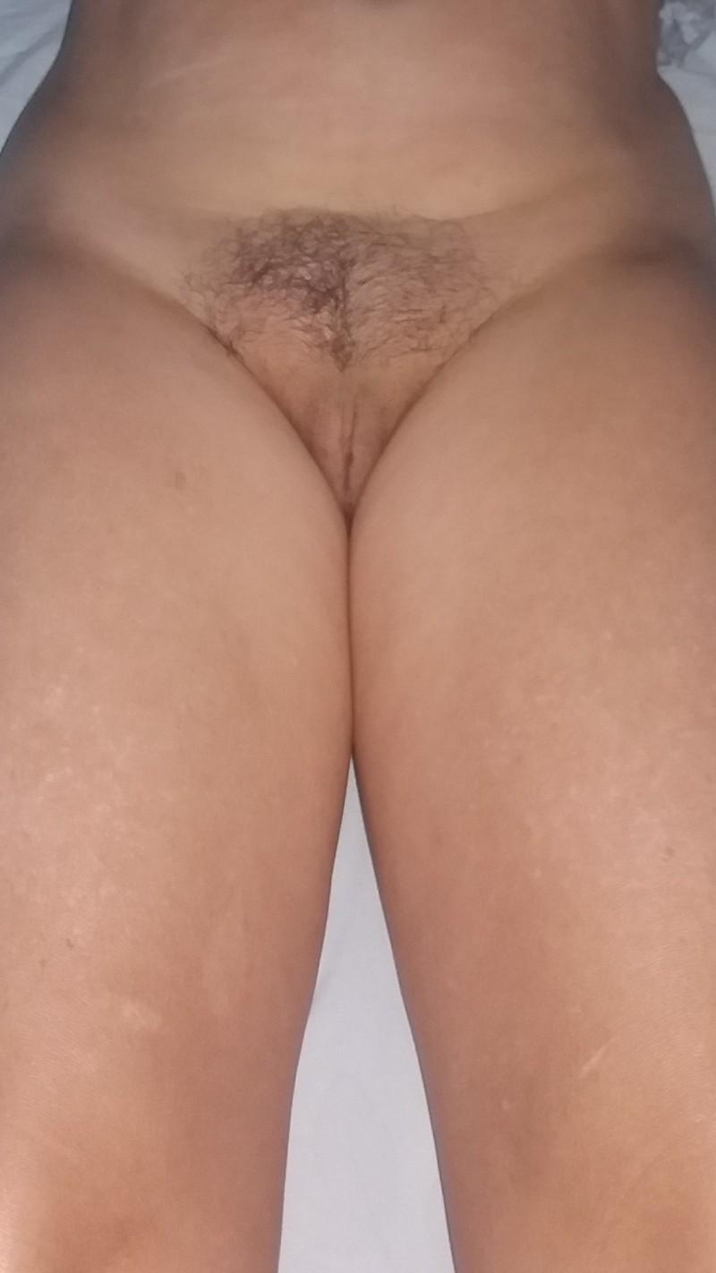 Buceta peludinha implorando por uma rola