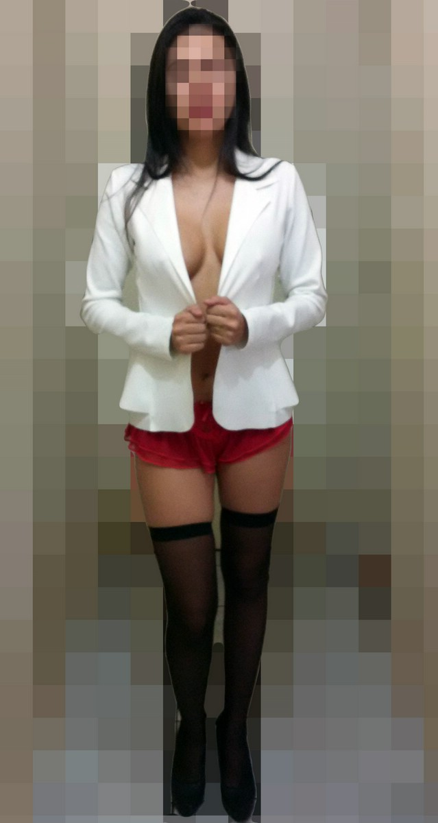 Esposa com tapa mamilo sexy